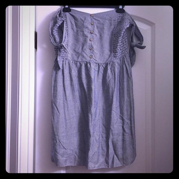 3d03196cebe7 NWT AE Pinstripe Off Shoulder Dress 💙